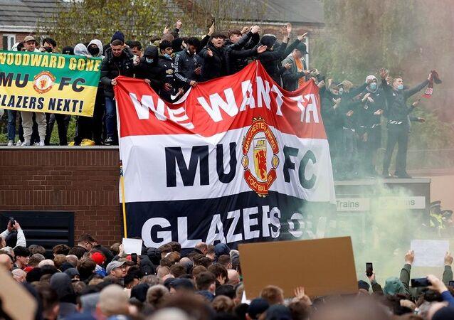 Manchester United-Liverpool maçı, taraftar protestoları nedeniyle ertelendi