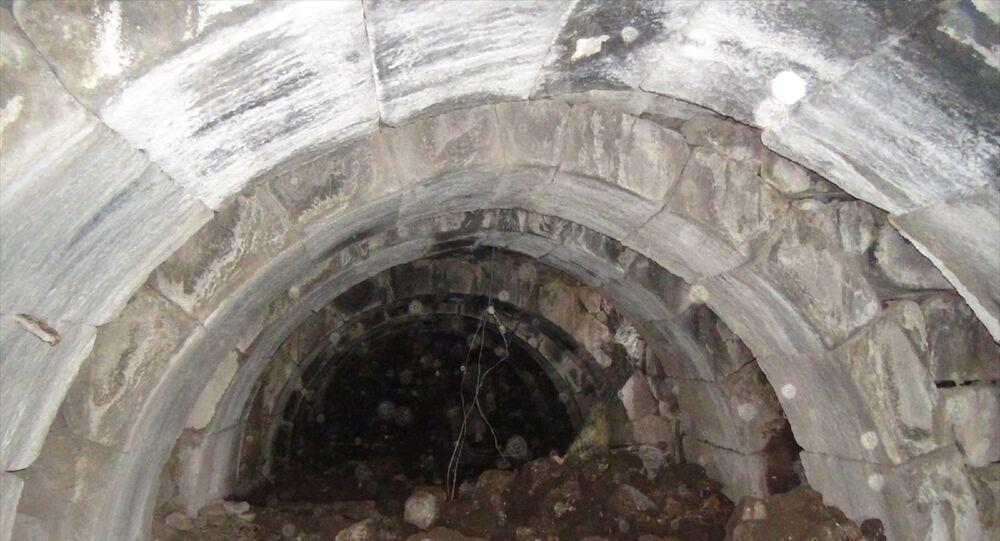 kaçak kazı sırasında bulunan Roma dönemine ait 400 metrekarelik zindan
