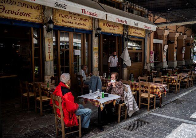 Yunanistan'da kafe ve restoranlar altı ay sonra yeniden açıldı