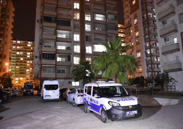 Adana'da 13. kattan düşen 12 yaşındaki çocuk hayatını kaybetti.