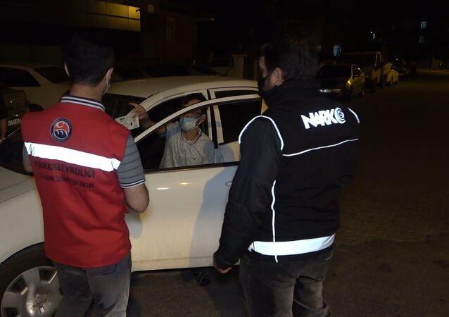 Kırıkkale'de Kovid-19 tedbirleri kapsamında başlatılan ve gün boyunca kentin çeşitli noktalarında yapılan 'şok denetim' uygulamasında kuralları ihlal eden 49 kişiye 198 bin TL idari para cezası uygulandı.