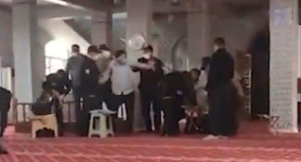 Gaziantep'te 3 ayrı camide toplanan Furkan Vakfı üyeleri