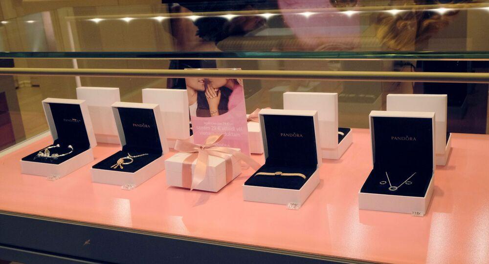 Mücevher üreticisi Pandora, saf elmas kullanmayı bırakıyor