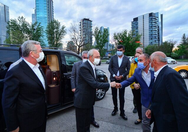 CHP Genel Başkanı Kemal Kılıçdaroğlu, Ankara Çankaya Balgat'ta taksicilerle iftar yaptı. Kılıçdaroğlu'na Ankara Büyükşehir Belediye Başkanı Mansur Yavaş da eşlik etti.