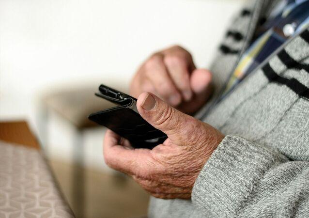 Cep telefonu, yaşlı