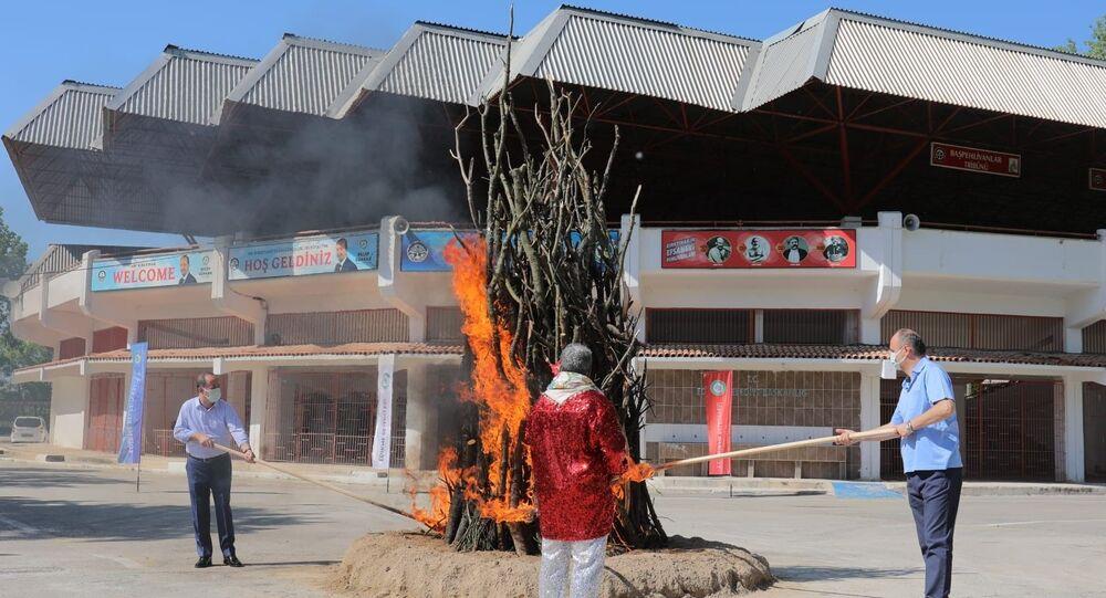 Edirne'de geleneksel Kakava Ateşi sembolik olarak yakıldı