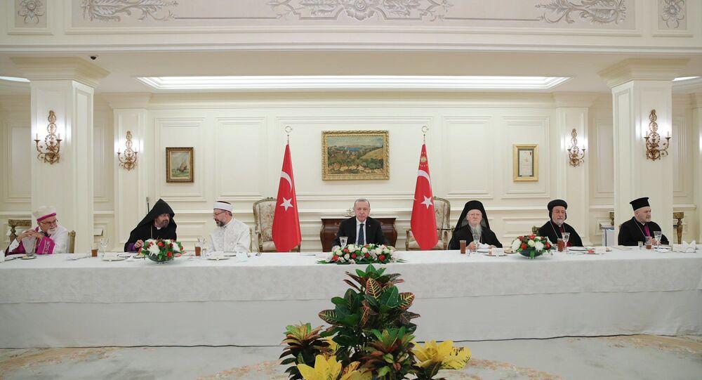 Cumhurbaşkanı Recep Tayyip Erdoğan , azınlık cemaatlerinin temsilcileri ile iftar yemeğinde bir araya geldi.