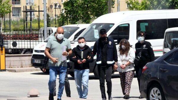 Tekirdağ'da Nazım Kaçar'ın, eşiyle ilişki yaşadığından şüphelendiği oğlu Güven Kaçar ile karısı Münevver Kaçar tarafından planlanarak öldürüldüğü ortaya çıktı. - Sputnik Türkiye