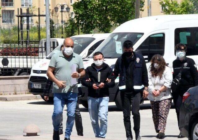 Tekirdağ'da Nazım Kaçar'ın, eşiyle ilişki yaşadığından şüphelendiği oğlu Güven Kaçar ile karısı Münevver Kaçar tarafından planlanarak öldürüldüğü ortaya çıktı.