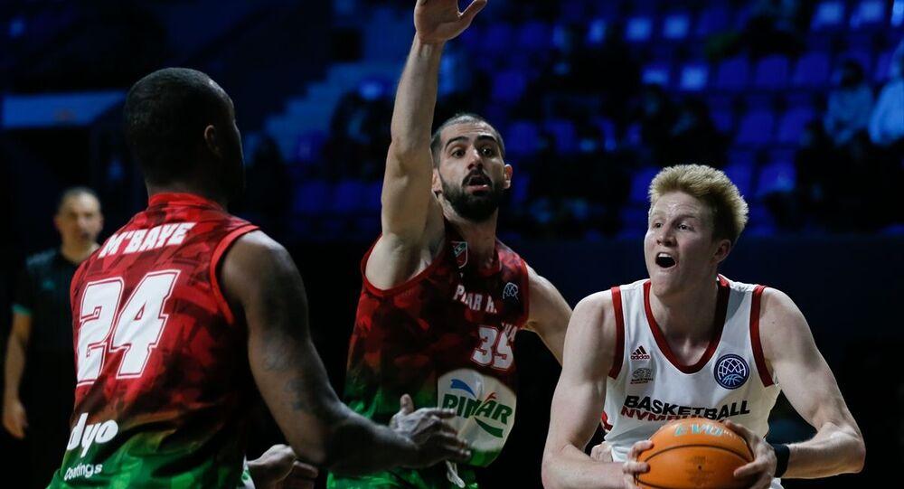 FIBA Şampiyonlar Ligi 8'li final ilk maçında Çekya temsilcisi ERA Nymburk'u saf dışı bırakan Pınar Karşıyaka, organizasyonda adını son 4 takım arasına yazdırdı.
