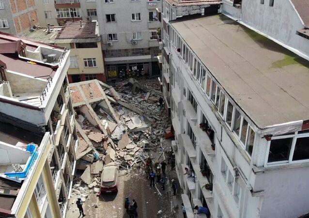 Zeytinburnu'nda boşaltılan binanın çökmesi