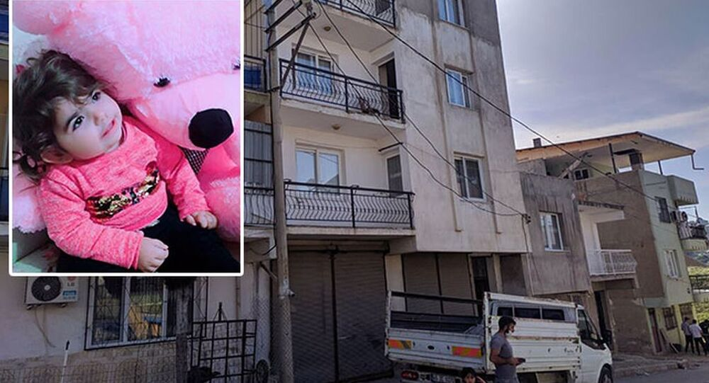 Pencereden kamyonetin kasasına düşen 3 yaşındaki çocuk hayatını kaybetti