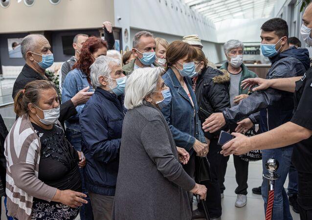 Etkinliği koordine eden doktor Zoran Vekiç, İnsanlar sorumlu davranmalı. Ve hizmet sunulduğu müddetçe aşı olma fırsatı değerlendirmeli dedi.