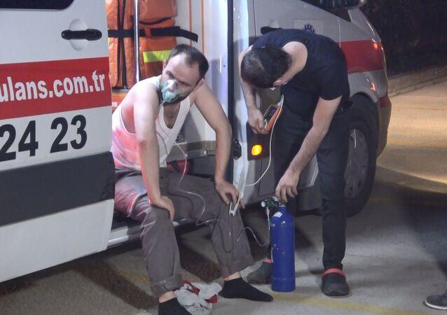 Bursa'da bir kauçuk fabrikasında meydana gelen yangında 6 işçi dumandan etkilendi. Yangın, yaklaşık 2 saatlik müdahalenin ardından kontrol altına alınırken, yaşanan hareketlilik havadan görüntülendi.