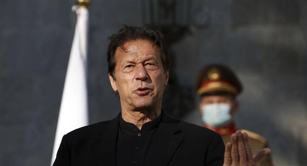 Pakistan Başbakanı İmran Han, ikili ilişkileri görüşmek üzere Suudi Arabistan'da