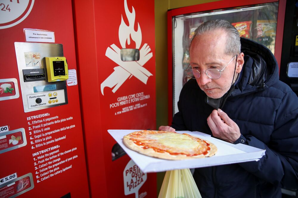 Emekli Roma sakini Claudio Zampiga, İyi görünüyor ancak bir restoran pizzasına göre çok küçük dedi.