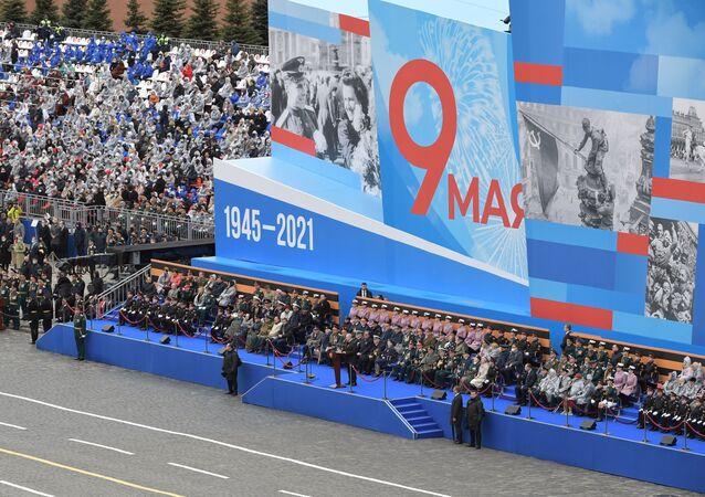 Rusya Devlet Başkanı Vladimir Putin, Kızıl Meydan'da düzenlenen 9 Mayıs Zafer Bayramı askeri geçit töreninde konuşuyor. 9 Mayıs 2021.