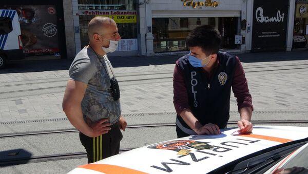 Taksim'de turistlere yönelik denetim: Oturma izni olanlara cezai işlem uygulandı - Sputnik Türkiye