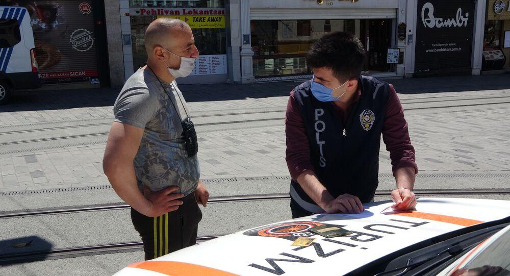 Taksim'de turistlere yönelik denetim: Oturma izni olanlara cezai işlem uygulandı