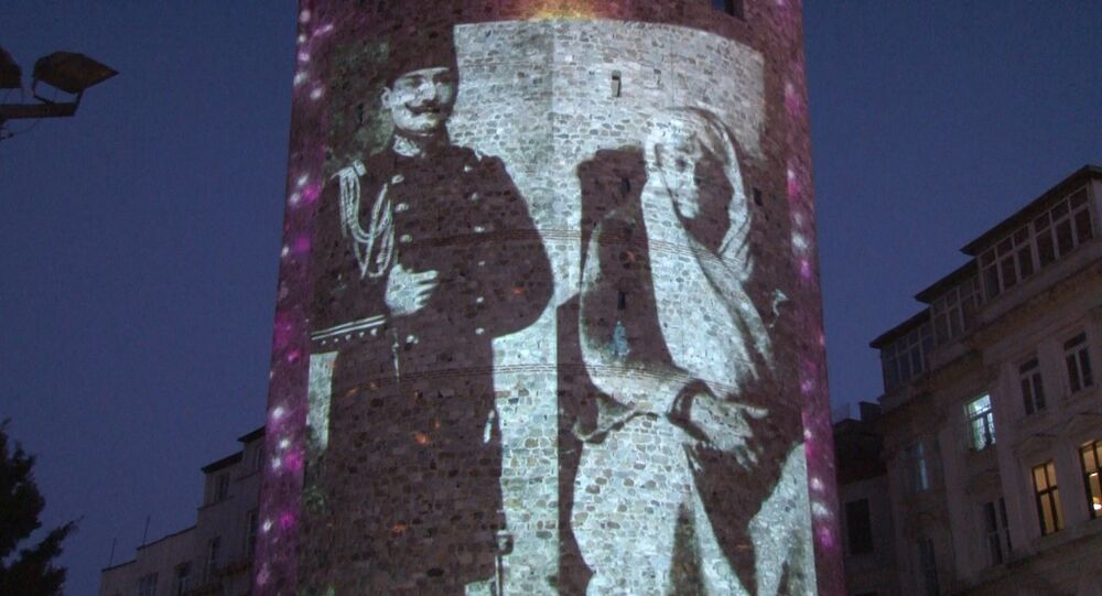 Beyoğlu Belediyesi, Anneler Günü dolayısıyla Cumhuriyetin Kurucusu Büyük Önder Mustafa Kemal Atatürk'ün annesi Zübeyde Hanım, Cumhurbaşkanı Recep Tayyip Erdoğan annesi Tenzile Erdoğan ve şehit annelerinin fotoğraflarını Galata Kulesi'ne yansıttı.