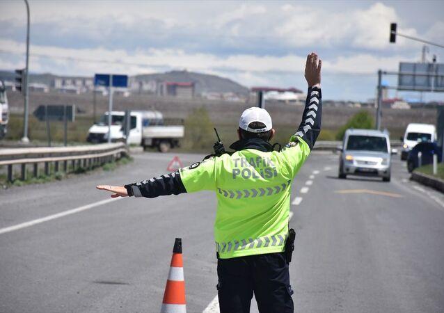 Trafik polisi / denetim