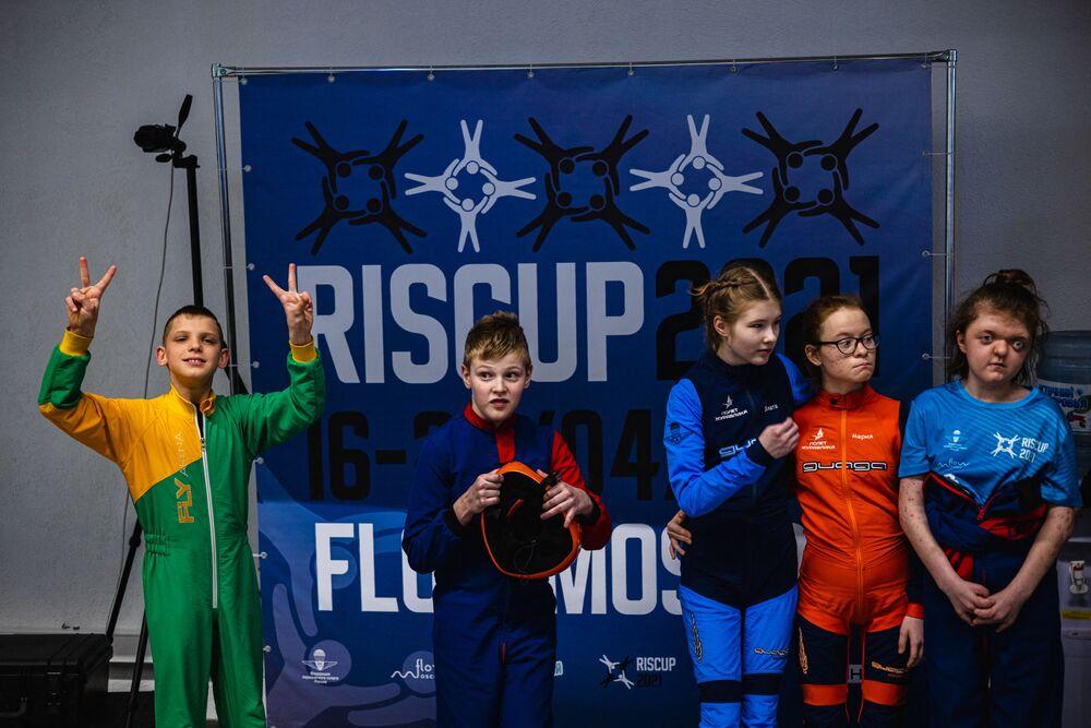 Öte yandan Dolik ve selebral palsi hastası yedi başka çocuk nisan ayında başkent Moskova'daki bir kapalı paraşüt şampiyonasına katıldı.