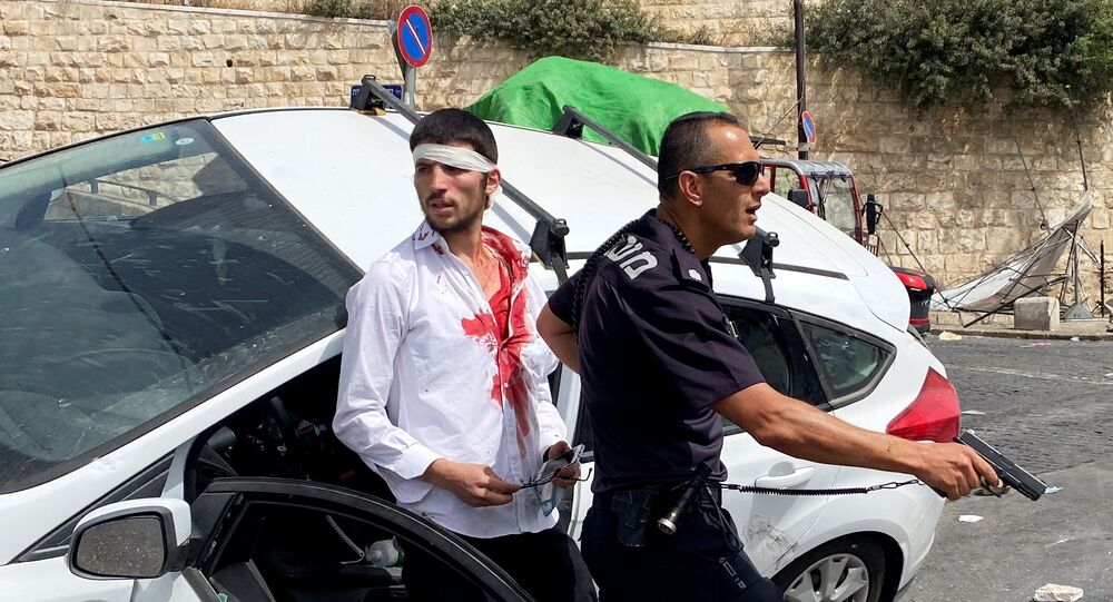 Taşlı saldırıya uğrayan İsrailli sürücü aracını Filistinlilerin üzerine sürdü