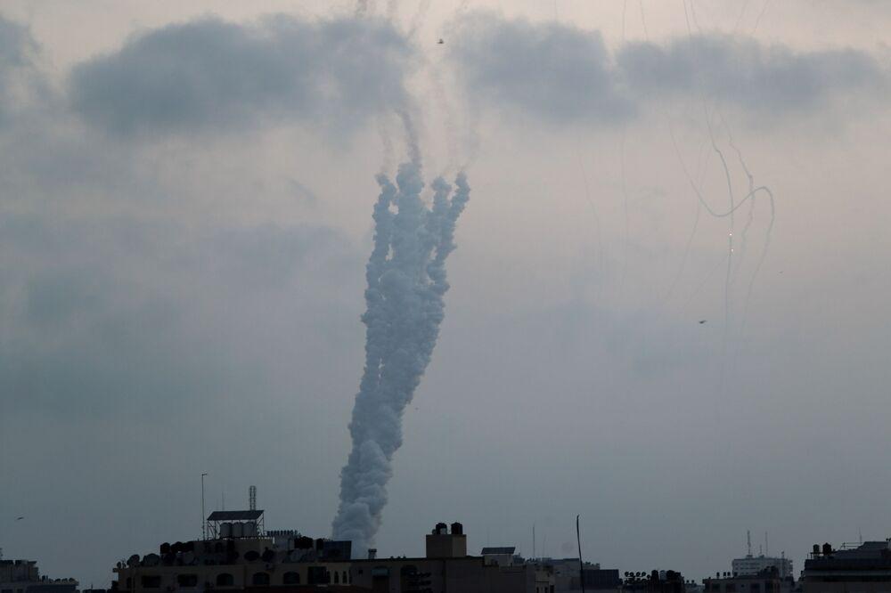 Hamas, abluka altında tutulan Gazze Şeridi'ndeki Filistin direniş gruplarının, İsrail saldırıları karşısında 'bombalamaya karşı bombalama' denkleminden vazgeçmeyeceklerini bildirdi