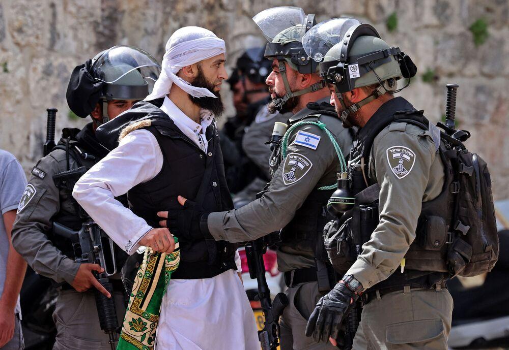 İsrail polisinin Mescid-i Aksa'daki saldırıları Kudüs'teki gerilimi tırmandırıyor