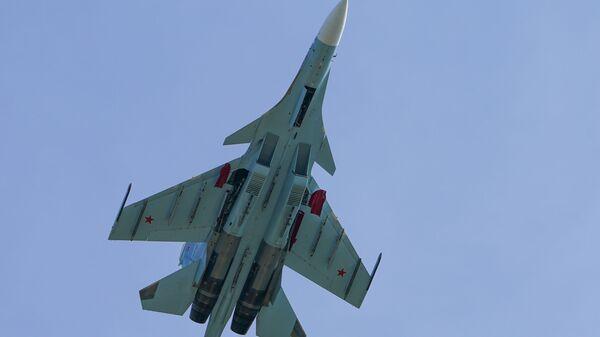 Rus Su-30 savaş jetinden Karadeniz'de Fransa'ya ait 3 askeri uçağa önleme - Sputnik Türkiye