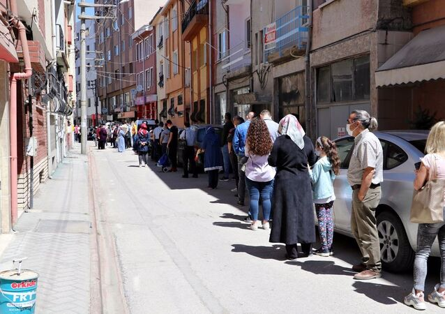 Eskişehir'de 'uygun fiyatlı baklava' kuyruğu: 'Saat 4'te sıraya giriyorlar, yetiştiremiyoruz'
