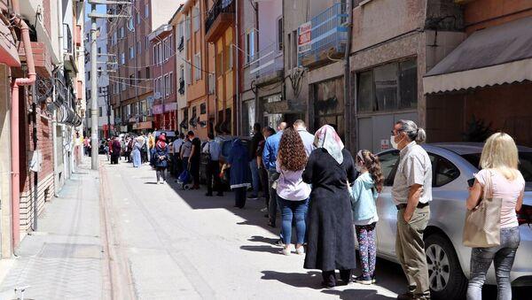 Eskişehir'de 'uygun fiyatlı baklava' kuyruğu: 'Saat 4'te sıraya giriyorlar, yetiştiremiyoruz' - Sputnik Türkiye