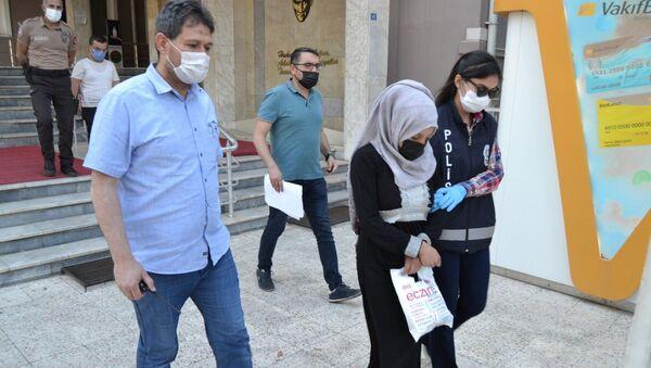 4 günlük bebeğini boş bir arsaya bırakıp ölümüne sebep olan anne tutuklandı - Sputnik Türkiye