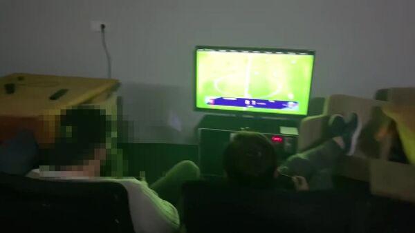 Polis baskınına rağmen oyuna devam ettiler - Sputnik Türkiye