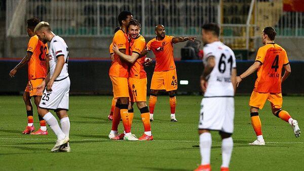 Beşiktaş ve Fenerbahçe kaybedince Galatasaray zirveye ortak oldu - Sputnik Türkiye