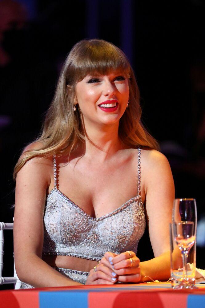 Taylor Swift, 'Küresel İkon' ödülünü alan ilk kadın sanatçı olarak BRIT tarihine geçti.