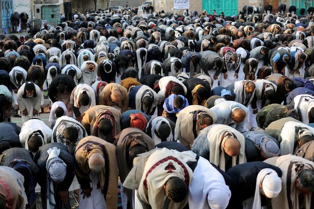 Yemen'in Sana kentinde kılınan Bayram namazı