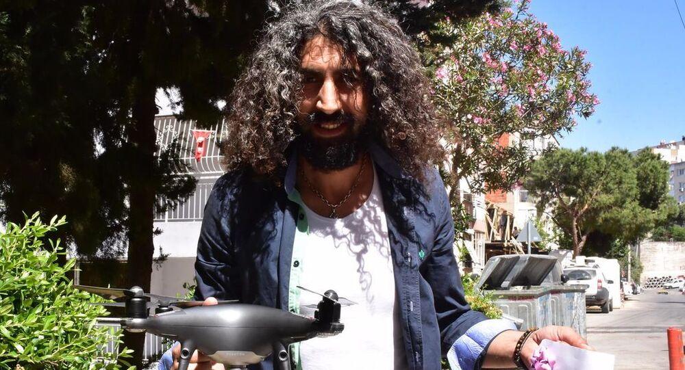 Pandemide bayram sürprizi: Drone ile harçlık verdi