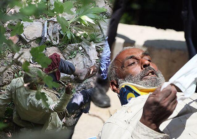 Düştüğü dere yatağından 5 gün sonra kurtarıldı: Kalabalığı görünce maske istedi