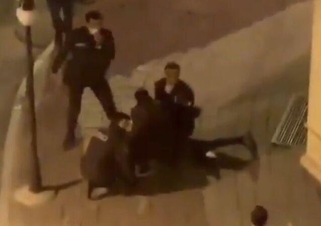 İstanbul Fatih'te polis ekiplerinin şüpheli kişileri gözaltına aldığı görüntüler sosyal medyada gündem olmuştu. Fatih Kaymakamlığı o görüntülerle ilgili açıklama yayınladı.