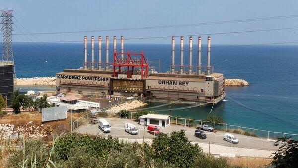 Lübnan başkenti Beyrut'un 23 km güneyindeki Jıyeh santraline bağlanarak enerji üreten Karadeniz Powership Orhan Bey yüzer santrali - Sputnik Türkiye