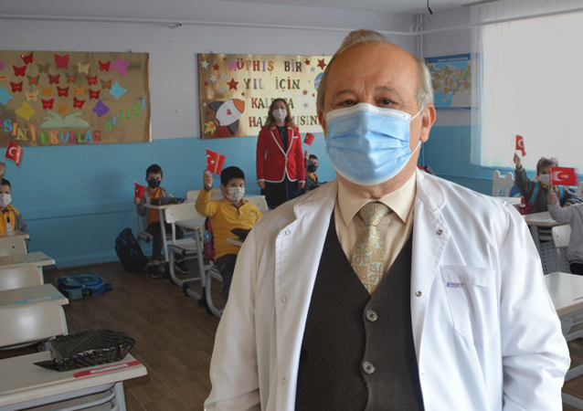Hacettepe Üniversitesi Tıp Fakültesi Halk Sağlığı Uzmanı ve Bilim Kurulu üyesi Prof. Dr. Akın