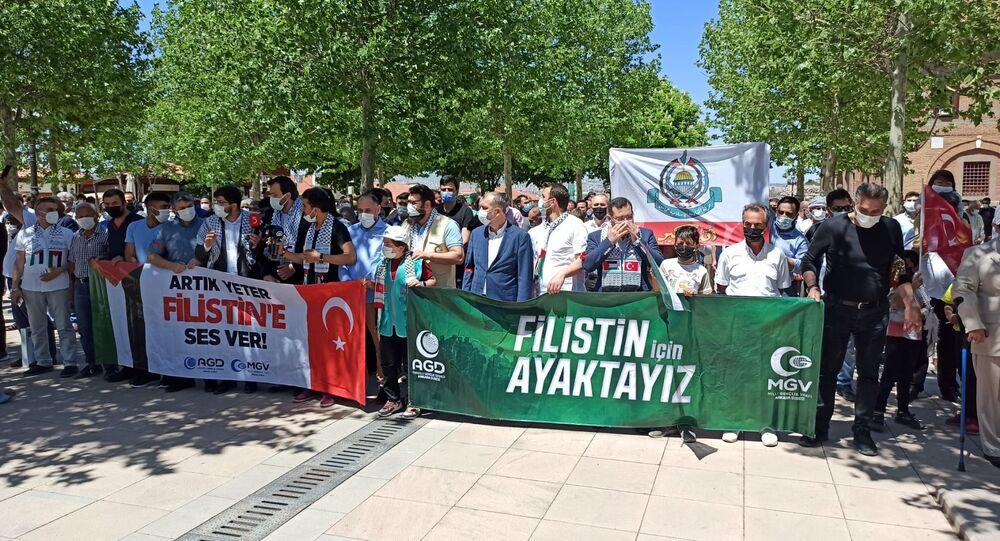 Hacı Bayram Veli Camii avlusunda Filistin protestosu
