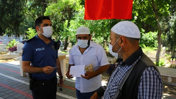 Mezarlıkta 'korsan hoca' denetimi: Polis inanmadı, tek tek dua okuttu - Sputnik Türkiye