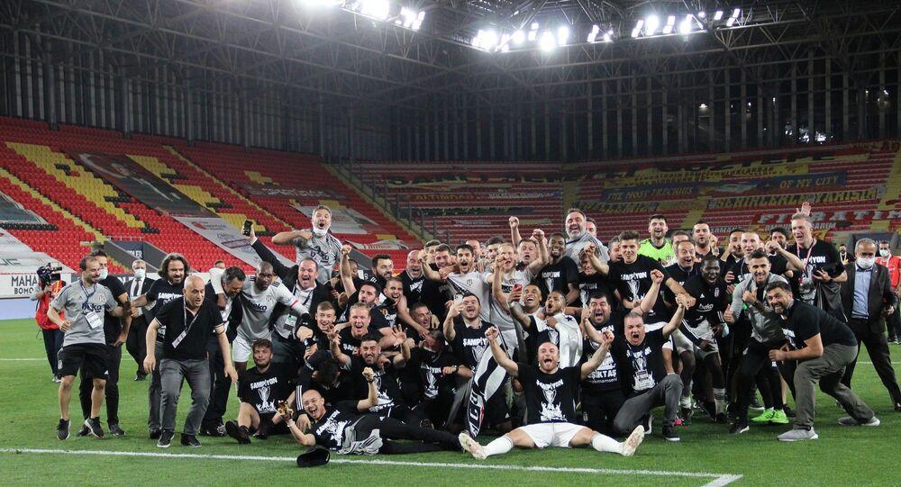 Göztepe deplasmanında 2-1 kazanan Beşiktaş, Süper Lig'i şampiyon olarak tamamladı.