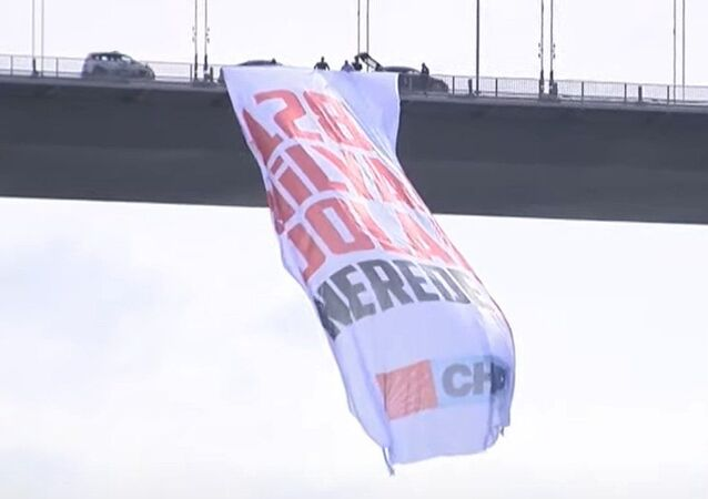 15 Temmuz Şehitler Köprüsü-128 milyar dolar nerede? pankartı-CHP