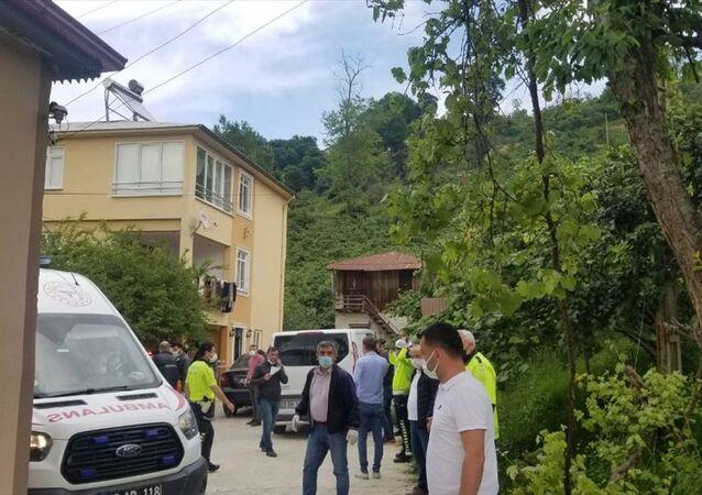 Giresun'da annesini baltayla öldüren, kardeşi ile 2 polisi yaralayan zanlı etkisiz hale getirildi