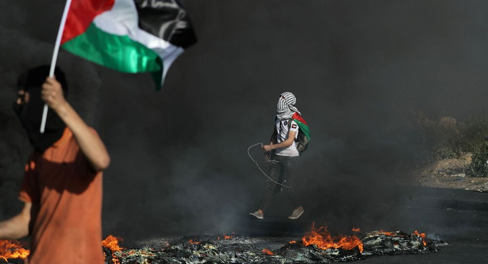 İsrail askerlerinin işgal altındaki Batı Şeria'nın çeşitli bölgelerinde, saldırı altındaki Gazze Şeridi'ne destek amacıyla düzenlenen gösterilere gerçek ve plastik mermilerle müdahalesinde 6 Filistinli yaralandı.
