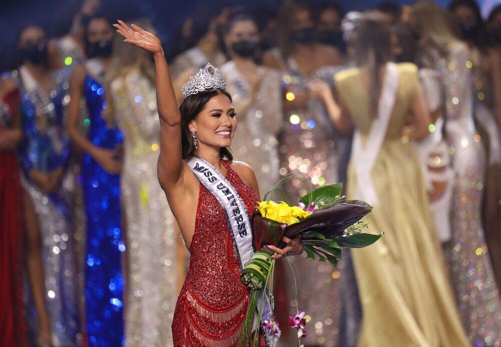 2021 Kainat Güzellik Yarışması'nı kazanarak, kainatın en güzeli olan isim Meksika'dan  26 yaşındaki Andrea Meza oldu