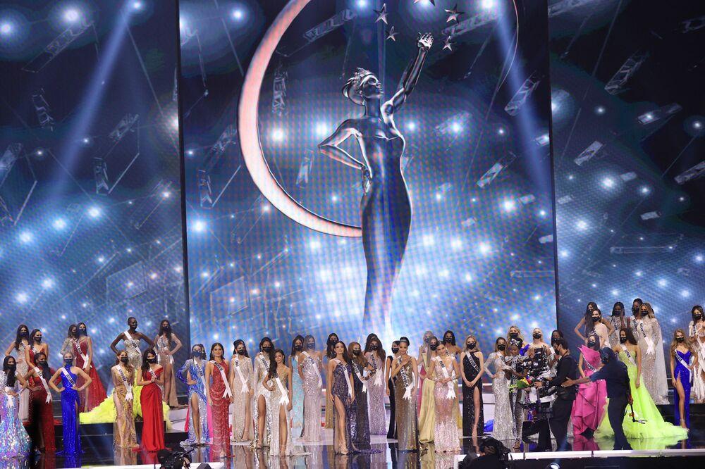 Florida'daki Seminole Hard Rock Hotel & Casino'da düzenlenen yarışmada 74 güzel yarıştı